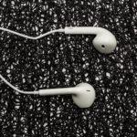slushalki-handsfree-earpods-s-mikrofon-i-kontroler-beli-topcase-2