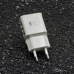 zaryadno-220v-samsung-travel-adapter-fast-charging-2-1a-3-usb-port-byalo-topcase-3